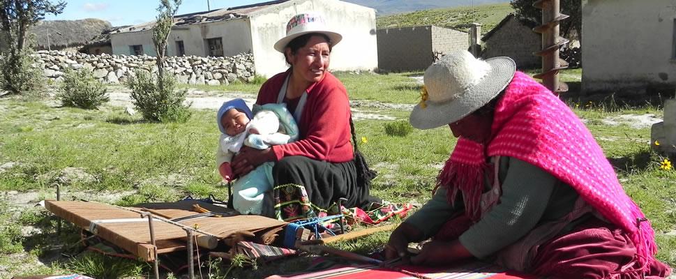 TEJIENDO RELATOS (Versión : Quechua / Subtítulos : Español)